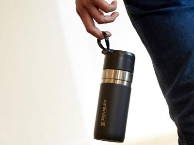 """持ち運びに便利なちょうどいいサイズ感!0.37ℓの真空ボトルが""""STANLEY""""から登場"""