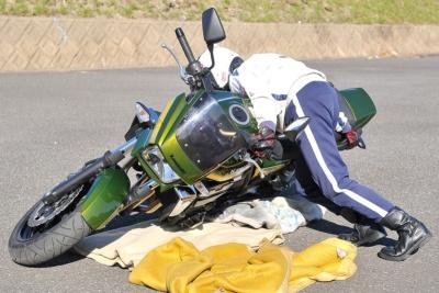 バイクを引き起こす時の手順とコツは?