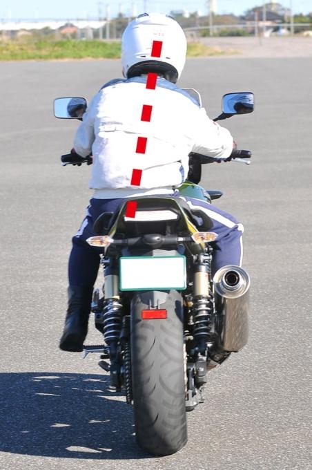 バイクを停止する時のポイント(センターに座り直す)