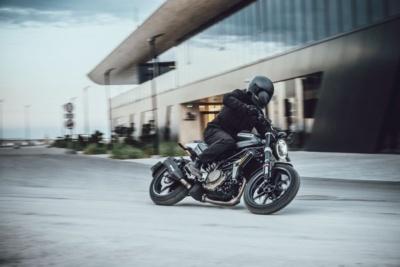 Husqvarna Motorcyclesの新生活応援キャンペーンがスタート!先着100名にオリジナルグッズをプレゼント!