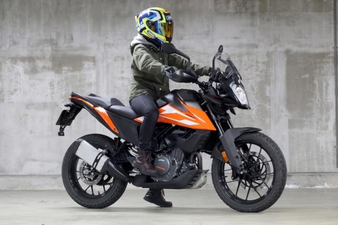KTM 250 ADVENTURE 足つき