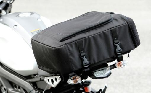 Elut 3WAYシートバッグ(MG201-3SB01)タンクバッグ使用イメージ