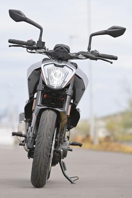 KTM 250DUKE 前面イメージ