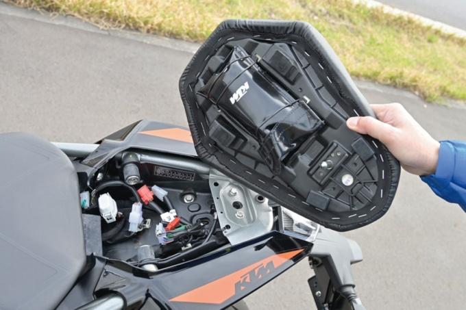 KTM 250DUKE タンデムシート