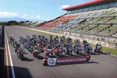 秋晴れのサーキットで開催したインディアンMCミーティング北海道in十勝スピードウェイ