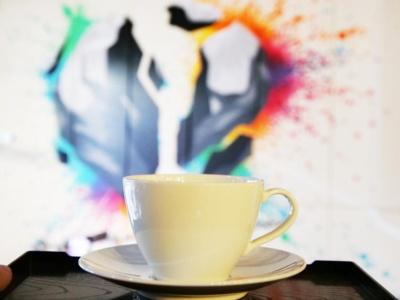 バイクに囲まれながらコーヒーとおいしいスイーツ、お酒も楽しめる新感覚カフェ&バーがモータリスト・ファクトリーに誕生